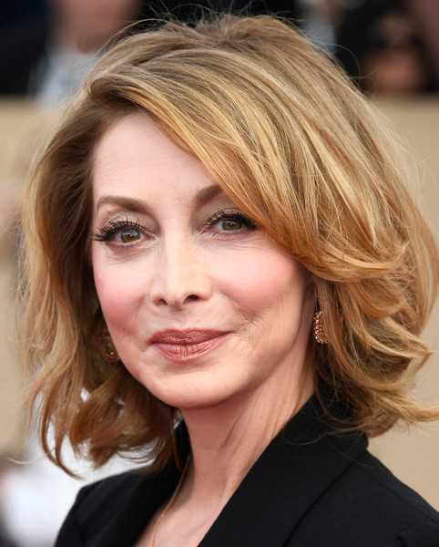 Sharon Lawrence Bob [hair,face,hairstyle,blond,eyebrow,chin,layered hair,hair coloring,brown hair,beauty,arrivals,sharon lawrence,screen actors guild awards,los angeles,california,the shrine auditorium]