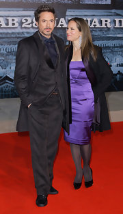 Susan Downy paired black pointy pumps with her lavender dress during the premiere of 'Sherlock Holmes.'