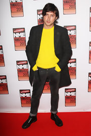 Carl Barat looked amazing in a dark gray wool coat that pulled his outfit together and made it more distinguished.