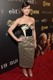 Carla Gugino completed her red carpet attire with gold ankle-strap peep-toes.