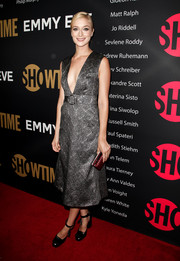 Caitlin Fitzgerald struck the perfect note between sexy and elegant with this plunging gray jacquard frock at the Showtime Emmy eve party.