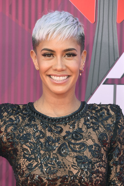 Sibley Scoles Pixie [hair,face,hairstyle,blond,eyebrow,head,chin,forehead,pixie cut,fashion,arrivals,sibley scoles,iheartradio music awards,california,los angeles,microsoft theater,fox]