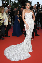 Olivia Culpo gave us bridal vibes with this strapless white fishtail gown by Ralph & Russo Couture at the 2019 Cannes Film Festival screening of 'Sibyl.'
