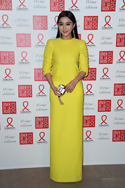 Fan Bingbing went for a simple yet striking look at the Sidaction Gala in this chartreuse floor-length dress.