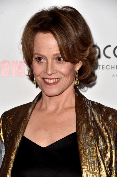 Sigourney Weaver Short Wavy Cut [hair,hairstyle,brown hair,beauty,eyebrow,long hair,blond,chin,smile,lip,arrivals,sigourney weaver,beverly hills,california,the beverly hilton hotel,american cinematheque awards gala]