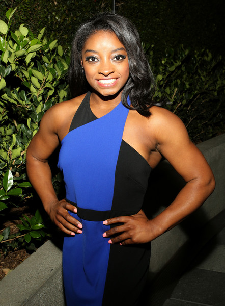 Simone Biles Pink Nail Polish [glamour women of the year 2016,clothing,shoulder,cobalt blue,electric blue,beauty,muscle,thigh,dress,photo shoot,black hair,simone biles,paley,dinner,hollywood,california,glamour women of the year,olympic]