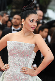 Aishwarya Rai sported a chic rose-gold mani at the Cannes Film Festival screening of 'Sink or Swim.'