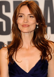 Saffron Burrows added subtle waves to her signature long center-part hairstyle, with charming results.