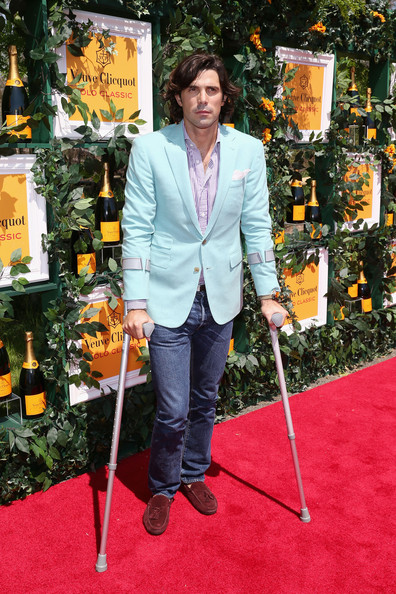 A pale robin's egg blue blazer topped off Nacho Figueras' summery red carpet look.