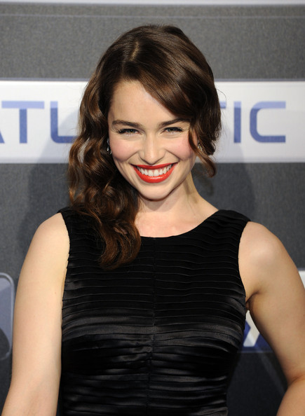 More Pics of Emilia Clarke Side Sweep (3 of 11) - Emilia Clarke Lookbook - StyleBistro