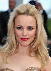 Rachel McAdams gave her makeup a Old Hollywood twist with radiant red lipstick.