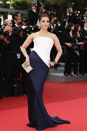 Aishwarya looked elegant in a dramatic white and navy structured strapless gown for the Cannes Film Festival.