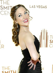 Laura Osnes attended the opening of the Smith Center for the Performing Arts in Las Vegas wearing her hair in shiny curls.