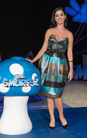 Katy posed at the 'Smurfs 2' Cancun party in a metallic plaid dress with a structured bodice.