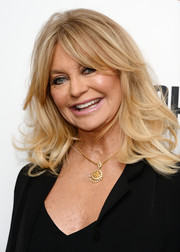 Goldie Hawn stuck to her signatures shoulder-length waves and parted bangs when she attended the special screening of 'Snatched.'