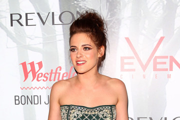 New Pictures: Kristen Stewart Shows Some Skin Down Under