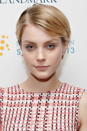 A soft barely-there lip gave Jessica Stam a lovely and natural look at the Social Innovation Summit.