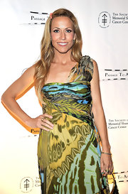 Sheryl Crow wore a gold sculpted cable ring to the 4th Annual Cancer Spring Ball.