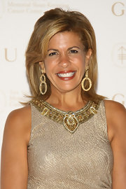 Hoda Kotb wowed the crowd in dangling earrings at The Society of Memorial Sloan-Kettering Cancer Center Spring Ball.