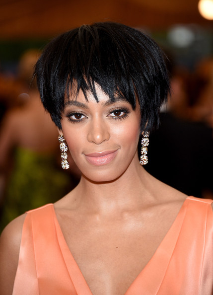 Solange Knowles Gold Dangle Earrings [charles james: beyond fashion costume institute gala,hair,hairstyle,face,eyebrow,bangs,chin,beauty,black hair,forehead,layered hair,red carpet arrivals,solange,part,new york city,metropolitan museum of art,met gala]