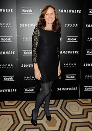 Molly Shannon's black platform pumps were the perfect footwear for a black lacy dress. What do you think her choice of tights?