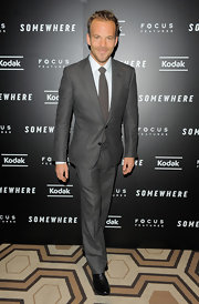 Stephen Dorff looked sharp in a fitted gray suit. He completed his look with a matching tie.