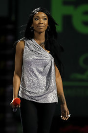 Brandy rocked the stage in a silver draped one-shoulder top.