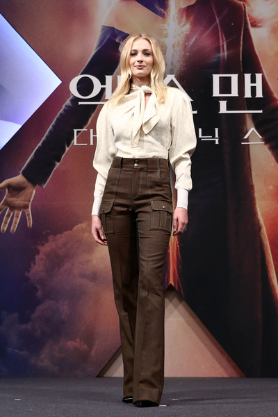 Sophie Turner Cargo Pants [x-men: dark phoenix,fashion,fashion model,fashion show,event,performance,fashion design,runway,long hair,jeans,style,sophie turner,south korean,seoul,press conference,seoul - press conference,premiere]