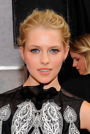 Teresa rocked a textured updo with thick eye liner to accentuate her stunning blue eyes.