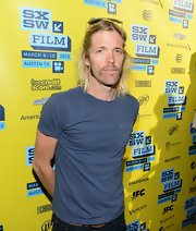 Taylor Hawkins sported a super casual look at SXSW with this blue pocket tee.