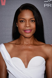 Naomie Harris swiped on some hot-pink lipstick for a girly pop.