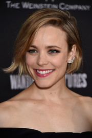 Rachel McAdams complemented her hairstyle with lovely diamond studs by Tiffany & Co.