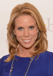 Cheryl Hines showed off her blonde locks with these loose curls.