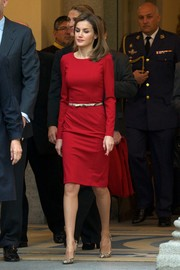 Princess Letizia styled her dress with a thin snakeskin belt.