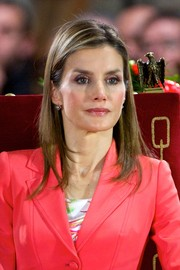 Princess Letizia looked gorgeous even with this simple layered hairstyle at the Marques de Viana Awards.