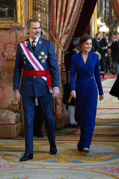 More Pics of Queen Letizia of Spain Pearl Studs (2 of 49) - Pearl Studs Lookbook - StyleBistro [suit,blue,cobalt blue,event,formal wear,uniform,outerwear,electric blue,costume,felipe vi,letizia,spain,madrid,royal palace,new year military,spanish royals celebrate new year,military parade 2020,celebration,parade,letizia of spain,felipe vi of spain,royal palace of madrid,spanish royal family,2020 pascua militar,royal family,royal household of spain,photography,queen regnant]