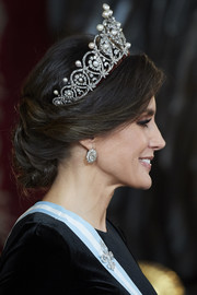 Queen Letizia of Spain styled her hair into an elegant loose chignon for the Royal Gala Dinner in honor of the Chinese President.