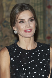 Queen Letizia of Spain topped off her look with a gorgeous pair of diamond earrings from Queen Ena's 'joyas de pasar' collection.