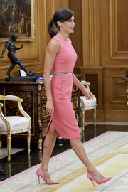 Queen Letizia of Spain received synchronized swimmer, Ona Carbonell, at Zarzuela Palace wearing a simple sleeveless pink dress by Michael Kors.