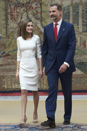 Queen Letizia of Spain received Rio 2016 Olympic medalists at El Pardo Palace wearing nude peep-toe pumps and a cream-colored sheath dress.