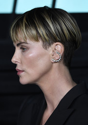 Charlize Theron rocked a cool bowl cut at the special screening of 'Bombshell.'