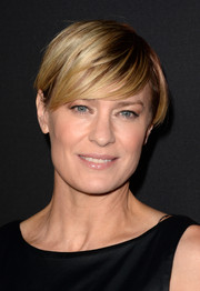 Robin Wright kept it laid-back with a short 'do with side-swept bangs during the 'House of Cards' season 2 premiere.