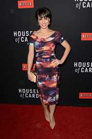 Constance Zimmer sported an eclectic mix of colors at the 'House of Cards' season 2 premiere with this Nicole Miller print dress.