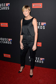 Robin Wright completed her no-frills outfit with a pair of black skinny pants.