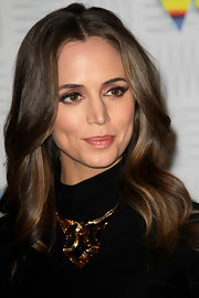 Eliza Dushku amped up her black dress with a crystal and yellow gold mordore Pampilles necklace.