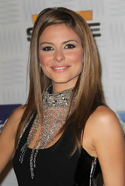 Maria Menounos vamped up her black cocktail dress with a chain embellished choker necklace.