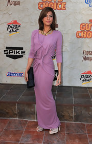 Eva Mendes arrived at the Guys Choice Awards donning a striking large gold link necklace.