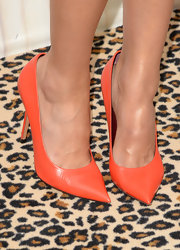 Jessica Alba brought out some summer color with this pair of tangerine pumps.