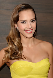Jessica Alba's pretty pink lips added a touch of soft color to her beauty look.
