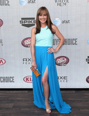 Nikki Deloach polished off her look with a stylish geometric-patterned box clutch.